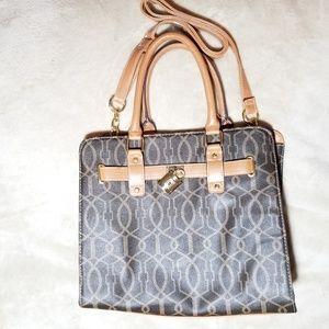 NWOT Women shoulder purse